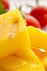 Rezept Polentaschnitten mit frischen Beeren - TCM Ernährung - TCM Ernährungsberatung Wien - Anna Reschreiter